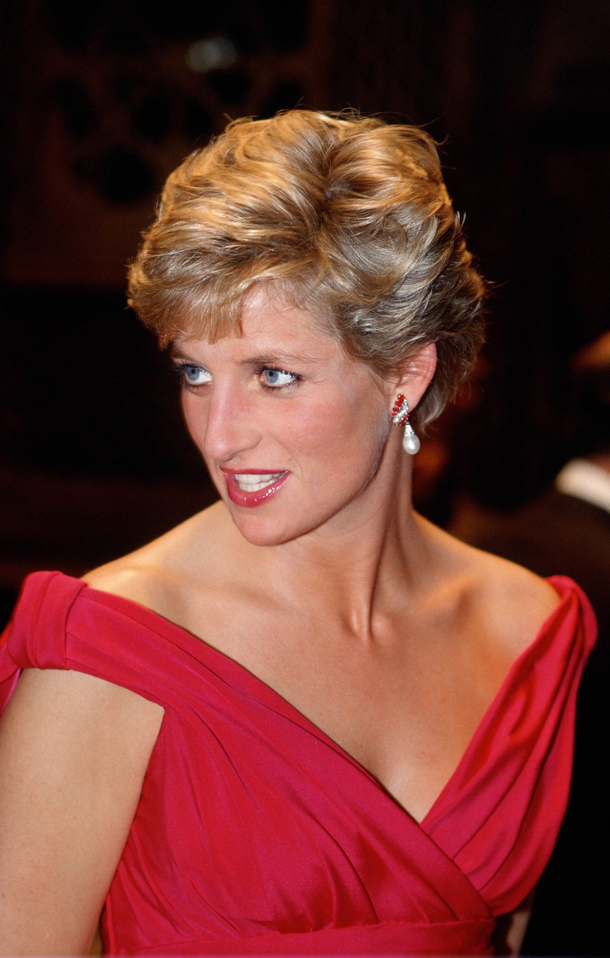 JAPAN - NOVEMBER 14:  Diana, Princess of Wales attends a performance by the Welsh National Opera during a visit to Japan  (Photo by Tim Graham/Getty Images)