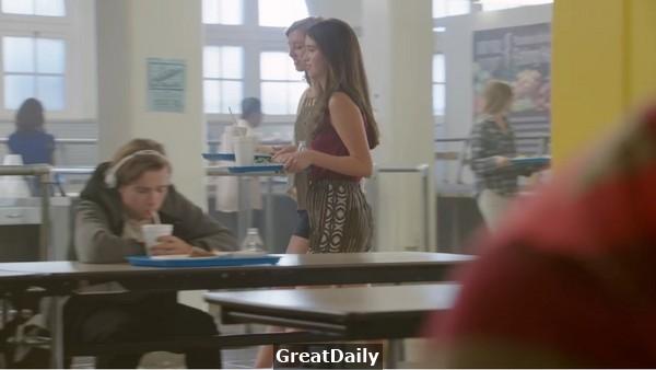 當高中生忙著書桌上刻字傳情,你卻忽略了他…這支廣告震撼全美